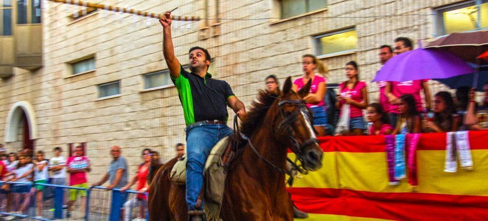 Carrera de cintas a caballo