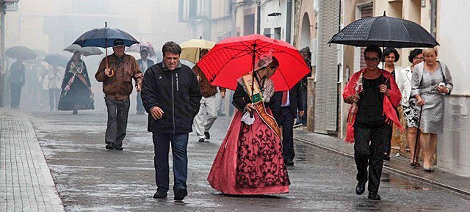 Novaliches suspende la procesión por la lluvia