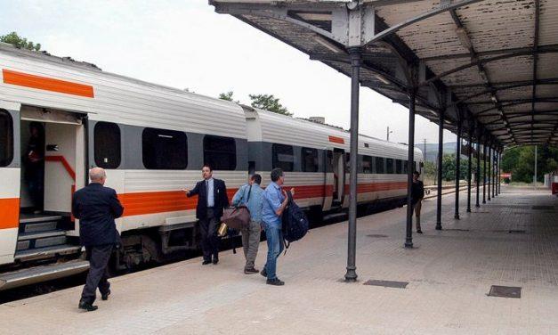 Fomento revisa las inversiones de la modernización de la línea férrea