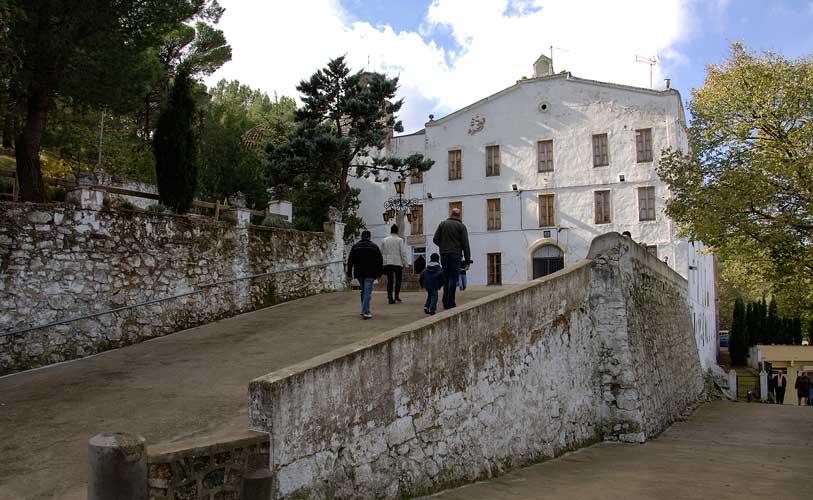 Reparan la cubierta del Santuario de la Cueva Santa