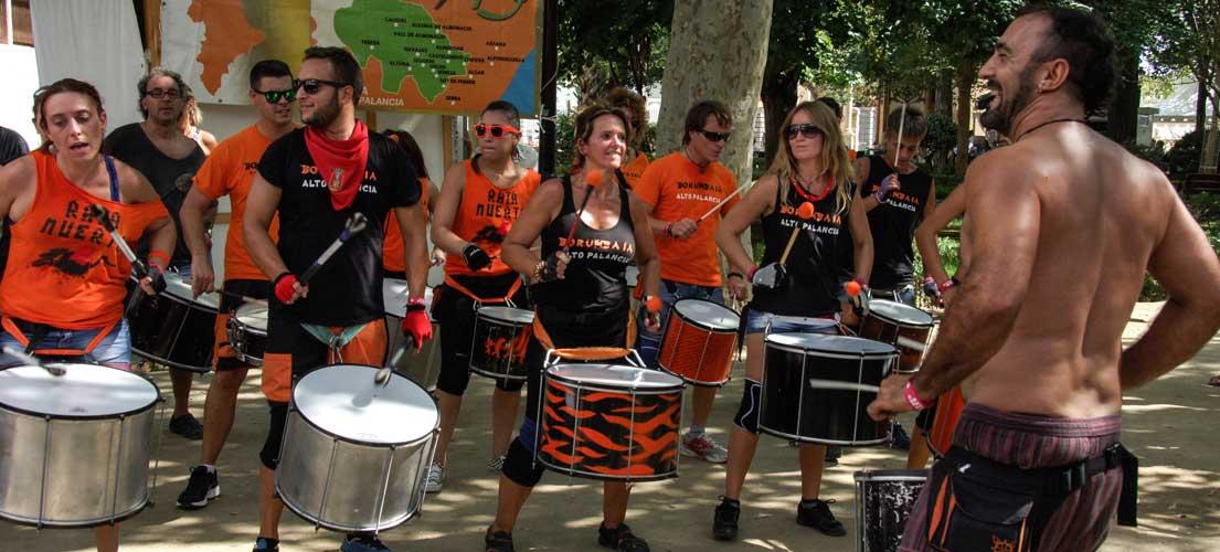 Los bombos y tambores de Borumbaia toman las calles de Sot de Ferrer