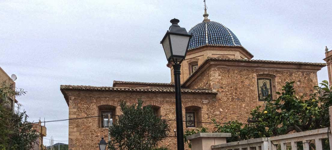 Castellnovo planta un olmo en la plaza