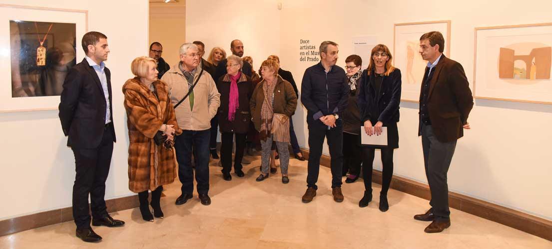 Doce artistas en el Museo del Prado.