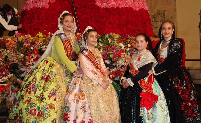 Las Reinas de Segorbe con las Falleras de Torrent. Foto:María martín