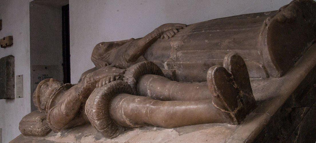 Diputación subvenciona la restauración de un sepulcro