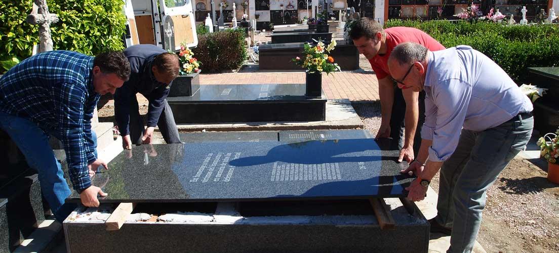 Un cambio de lápida reduce de 19 a 15 los muertos enterrados