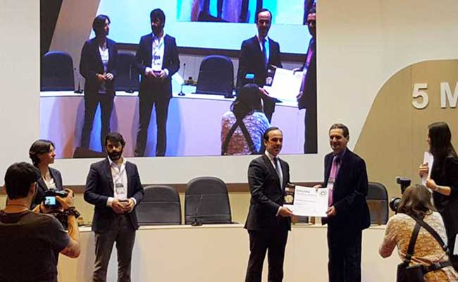 German recogiendo el premio. Foto:IP
