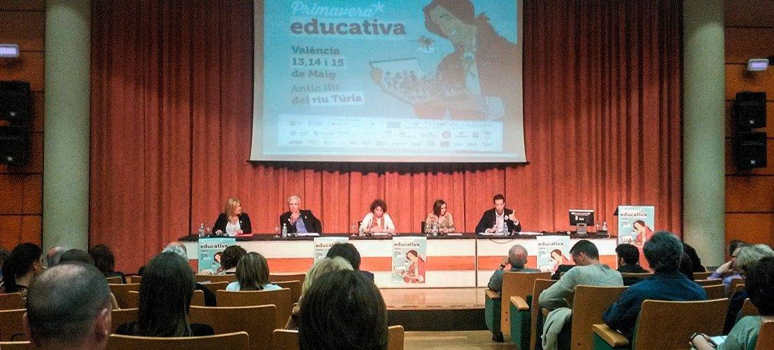 La alcaldesa de Castellnovo debate en Primavera educativa