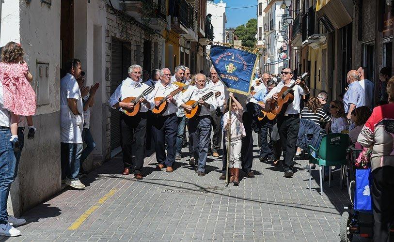 Castellnovo vibra al son de las rondallas