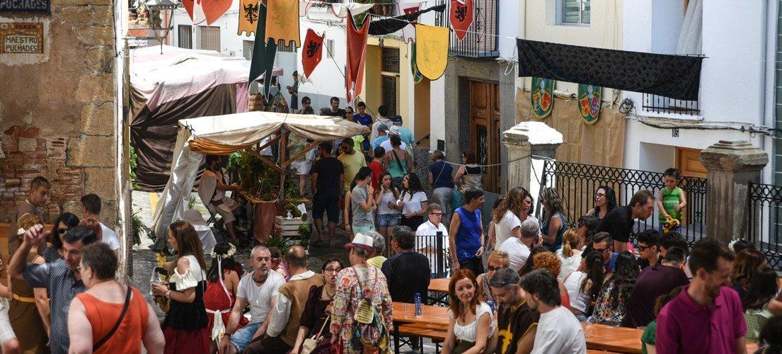 Concurrrida Feria Medieval en Jérica