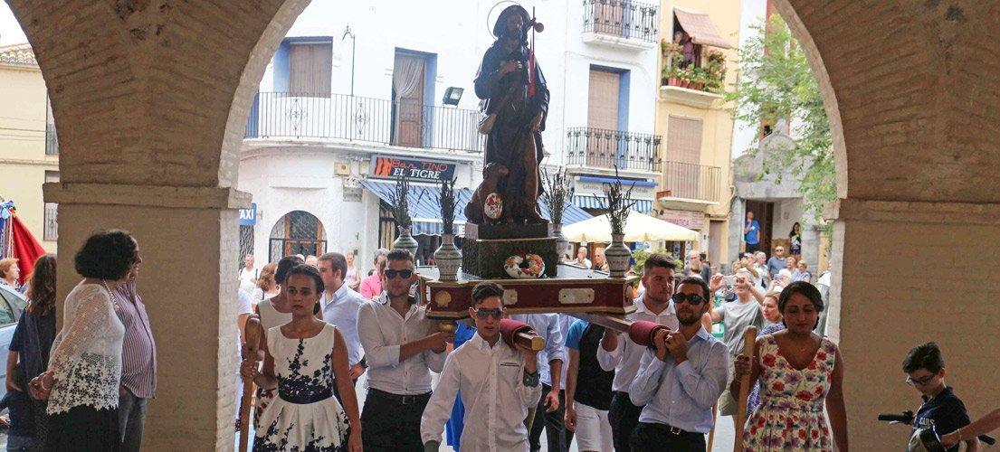 Reparto de rollos San Roque