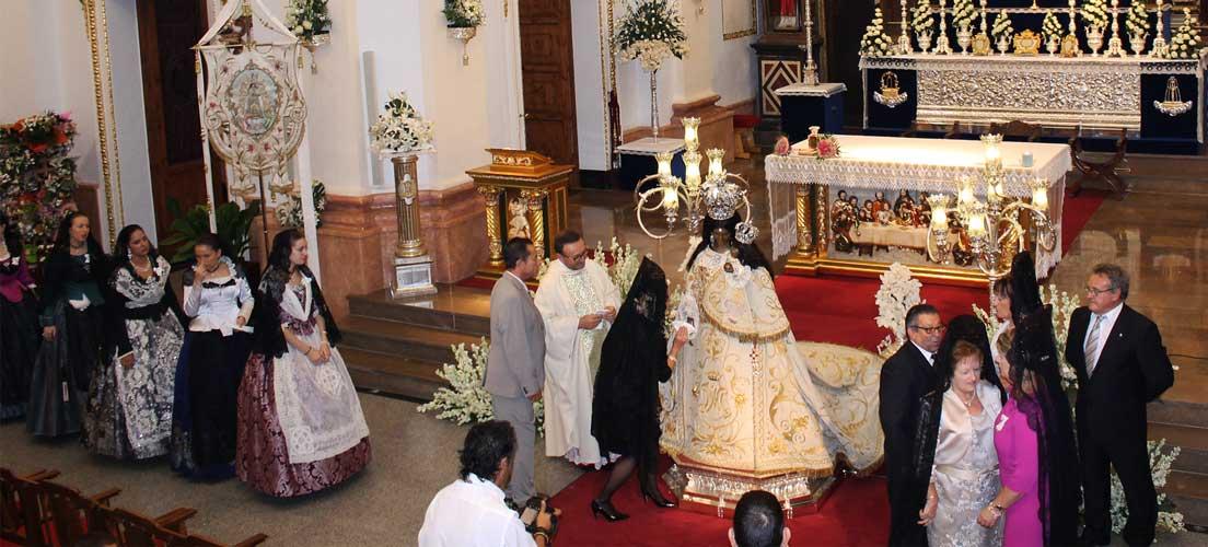 Multitudinario Besamanos de la Virgen de Gracia