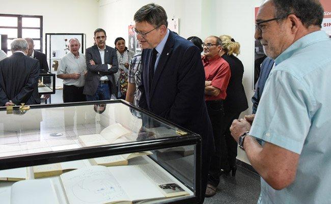 Ximo Puig asiste a la rotulación del Centro Cultural