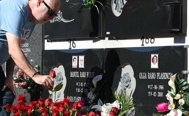 Rosas rojas en recuerdo de Olga Raro