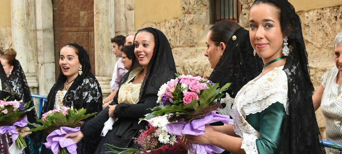 Ofrenda a la Virgen de la Cueva Santa