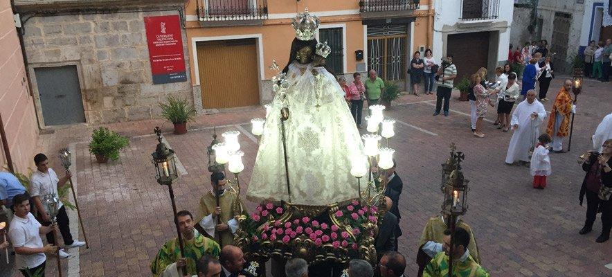 Los alturanos llevan al cementerio a la Virgen de Gracia