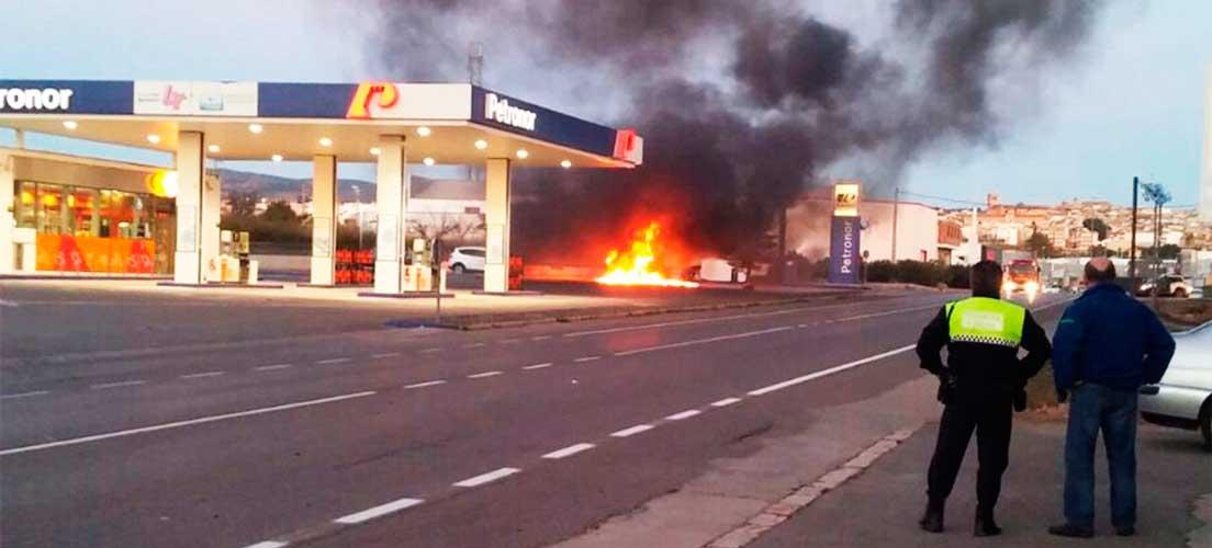 Un camión se incendida en una gasolinera de Segorbe