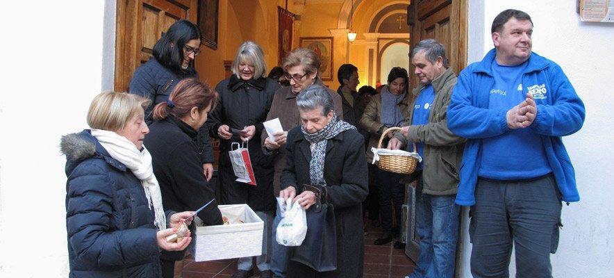Bendición de pan y reparto de estampas en Segorbe