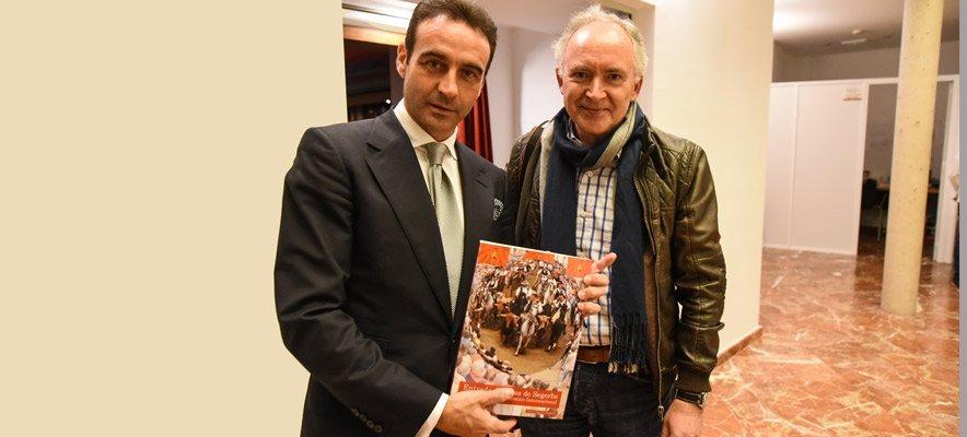 Enrique Ponce se lleva 2 premios y 1 libro de Segorbe