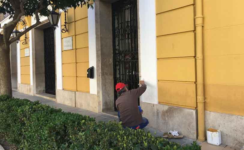 Hacen graffitis insultantes en el Ayuntamiento de Segorbe