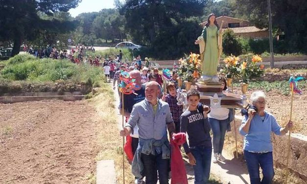 Los vecinos de Navajas en romería a La Esperanza