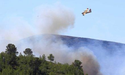 Hidroaviones del incendio de la Calderona amerizan en el Puerto de Sagunto
