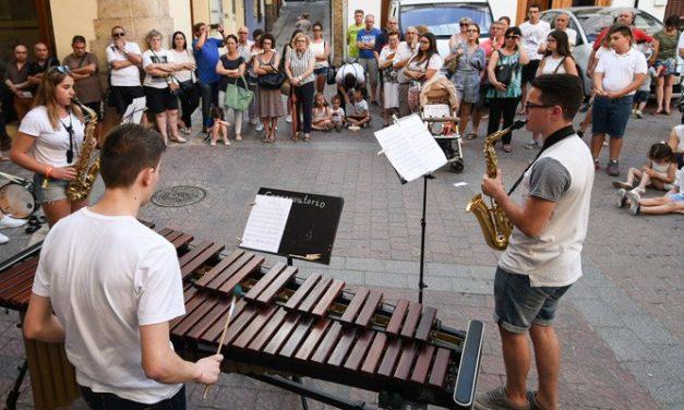 La música sale y recorre las calles de Segorbe