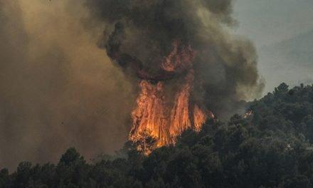 Se avecina la noche con el incendio de la Calderona activo