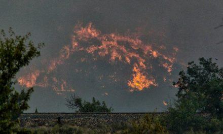 Soneja amenazada por las llamas del incendio