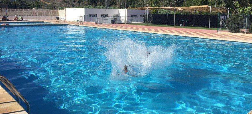 Geldo abre la piscina en la noche de san juan infopalancia for Piscina segorbe