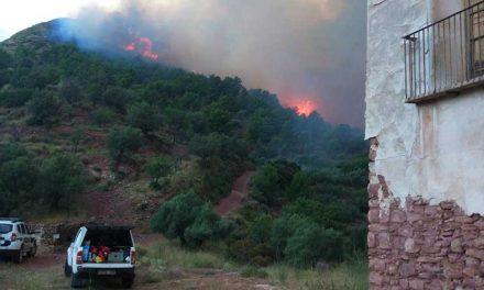 Continúa sin control el incendio de La  Calderona