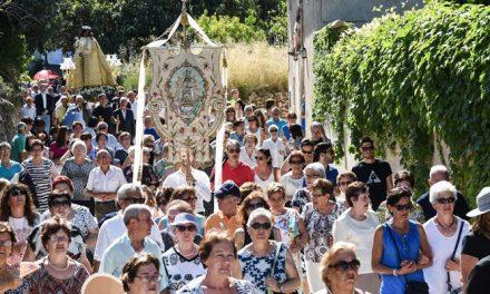 Cientos de alturanos desfilan en procesión junto a la Virgen