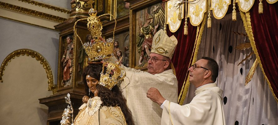 «La Morena» es coronada en Altura por el obispo de la diócesis