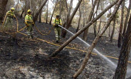 El descenso de temperaturas favorece el control del incendio