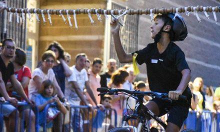 Un centenar de niños en la Carrera de Cintas con bicicleta