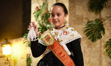 Alba Lereu brilló en la noche de su proclamación como Reina
