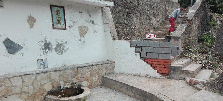 La CHJ limpia  los cauces del río en Jérica y Navajas