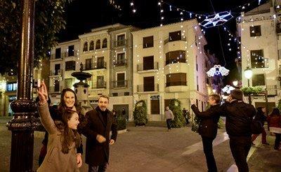 Las Reinas encienden las luces navideñas en Segorbe
