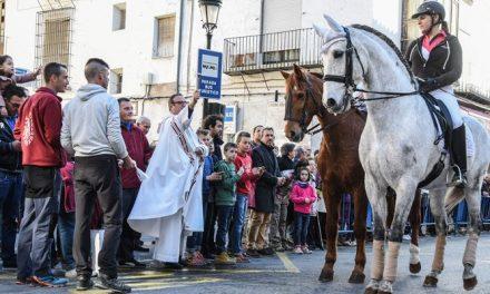 La Bendición de Animales llena la calle Colón