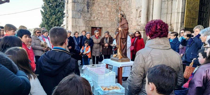 Los molletes de Jérica son bendecidos y repartidos por San Antón