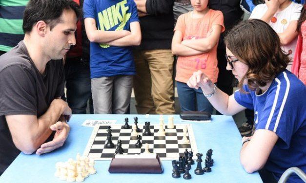 Anna Muzychk conoce el origen segorbino de las reglas ajedrecistas