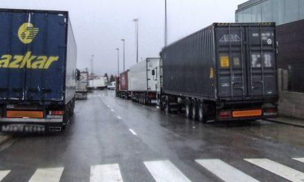 Los camiones de la A-23 son desviados al polígono La Olivera