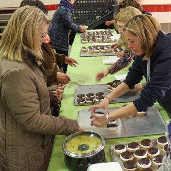 Jérica reparte más de 2.000 raciones de olla y 1.500 pasteles jericanos