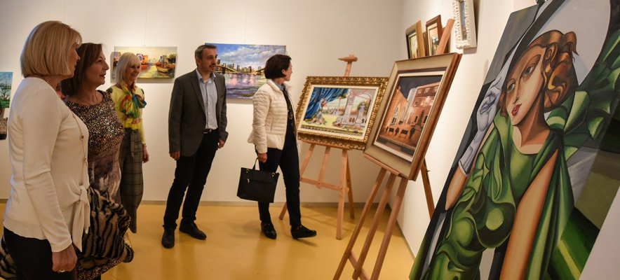 Doble inauguración de exposiciones por el Día de la Mujer