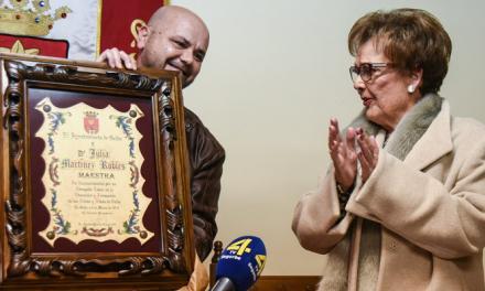 """© Geldo dedica un homenaje y una calle a la maestra """"Doña Julia"""""""