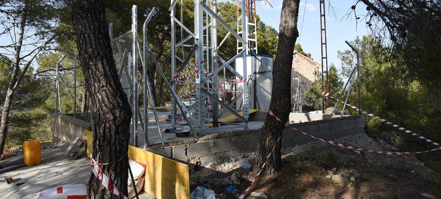 Movistar coloca una antena en el monte de Santa Barbara de Altura