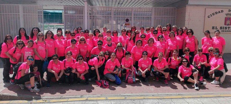 """ASAC lleva a un centenar de mujeres a la """"Marea Rosa"""" de Valencia"""