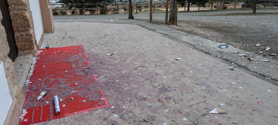 La ermita de La Esperanza queda llena de desperdicios tras una boda