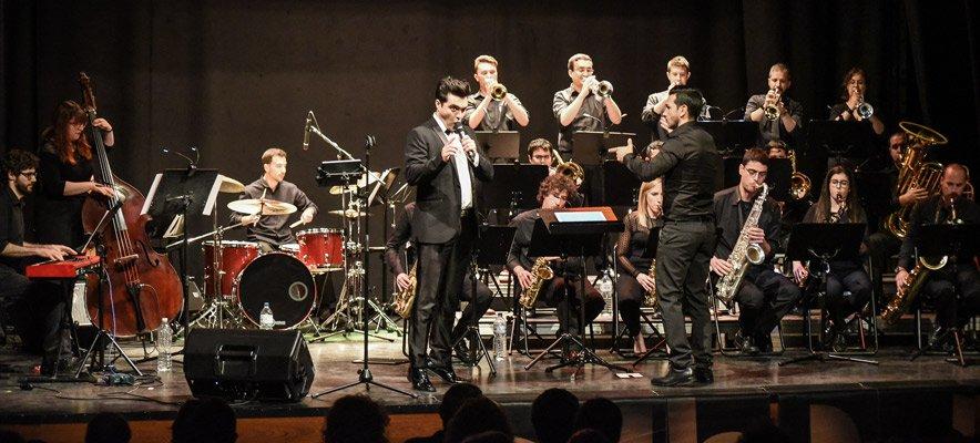 La música de jazz abarrotó ayer el Teatro Serrano