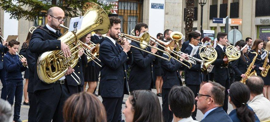 Las calles de Viver se llenan de música de banda